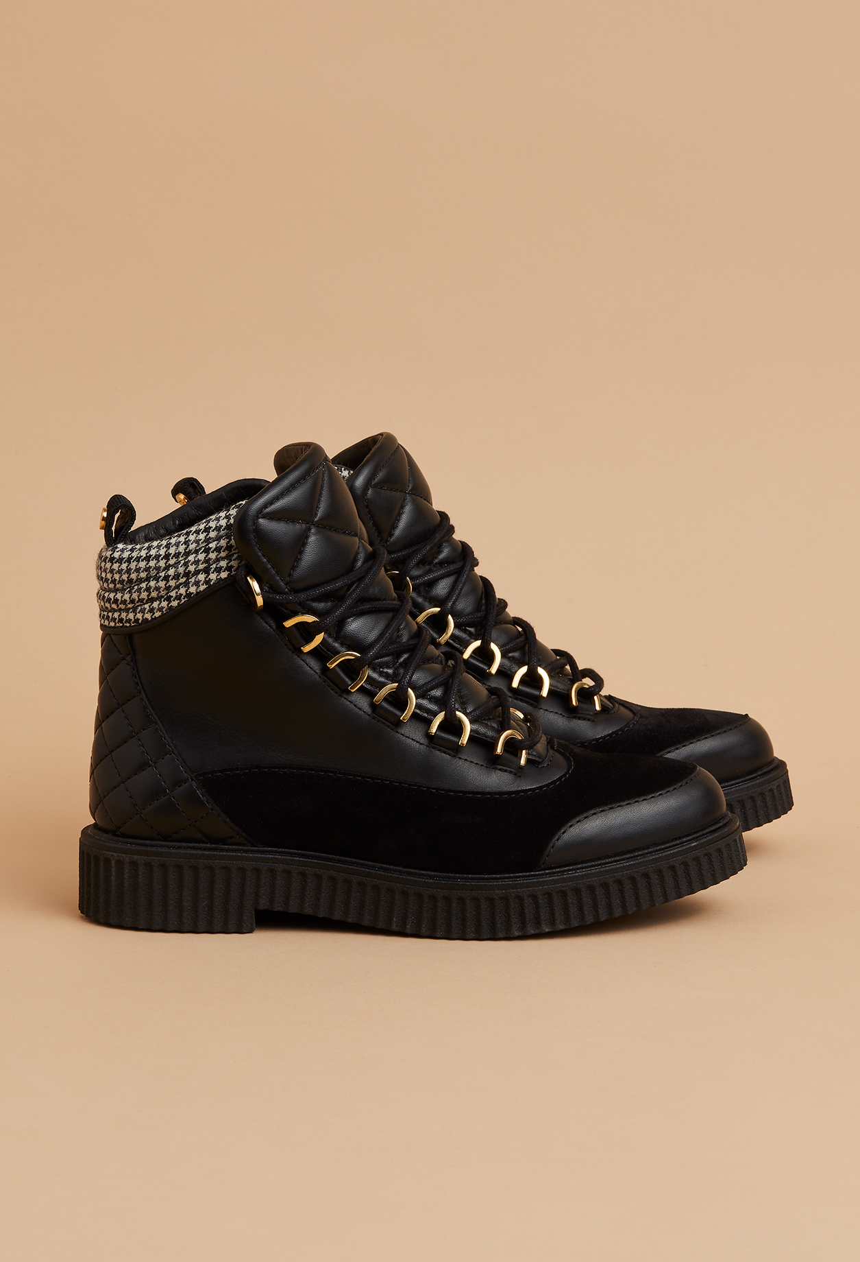 photos officielles fb111 a0f64 Quilted Leather Mountain Boots